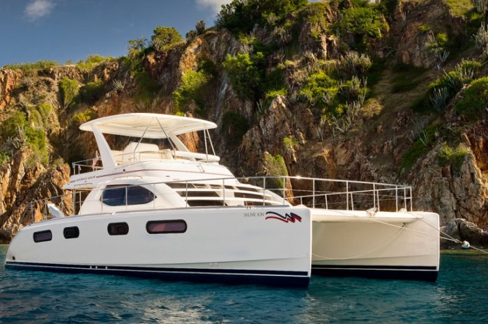 474PC-Power-Boot-Yacht-at-Anker-700x465