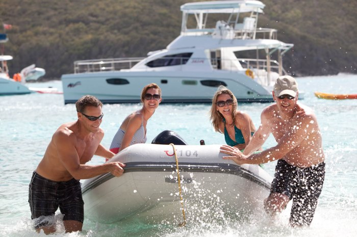 BVI-powercat-dinghy-700x465