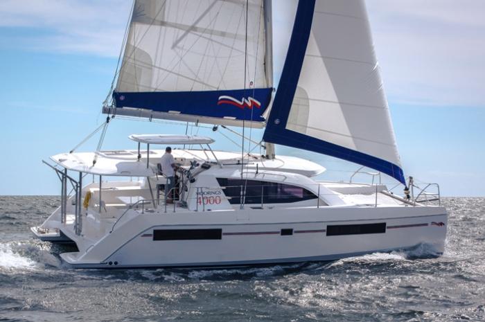 L40-Sailing-8974_700x465