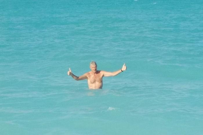 Blog12-Colgate-Offshore-Segeln-Abenteuer-Bahamas-Man-in-water_700x465