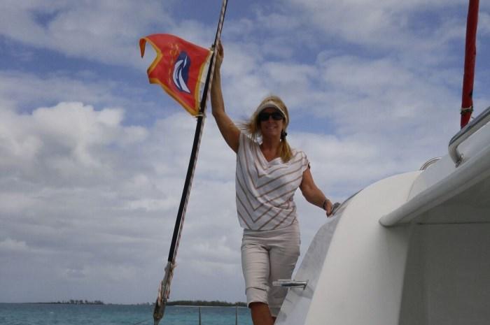 Blog2-Colgate-Offshore-Segeln-Abenteuer-Bahamas-Heather-flag_700x465