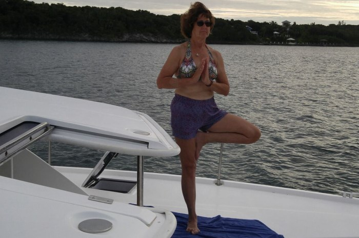 Blog4-Colgate-Offshore-Segeln-Abenteuer-Bahamas-Yoga-aboard_700x465