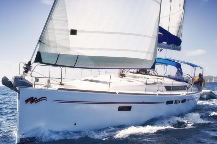 51-4_under-sail_700x465