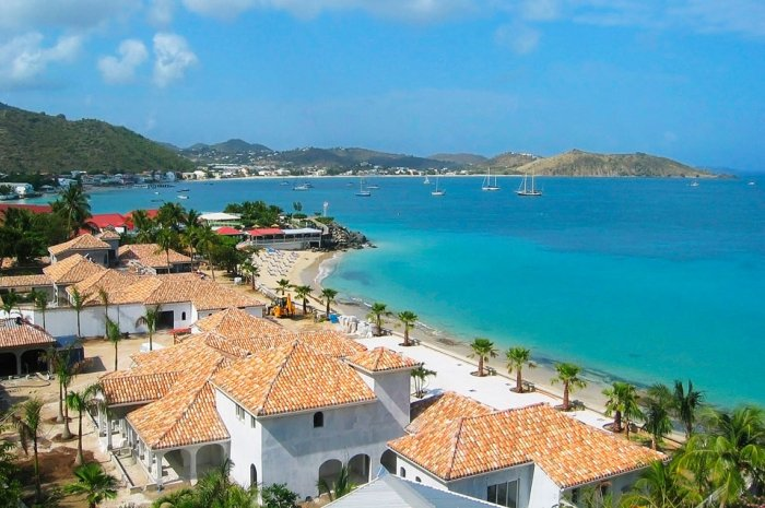 St. Martin-flotilla-Cruise-grand-case_700x465