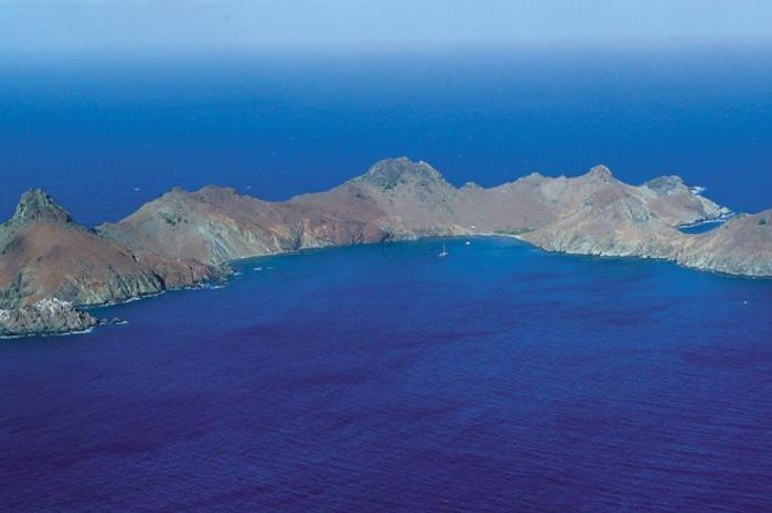 St.Martins-Flotilla-Cruise-gustavia-ilefourchue_700x465