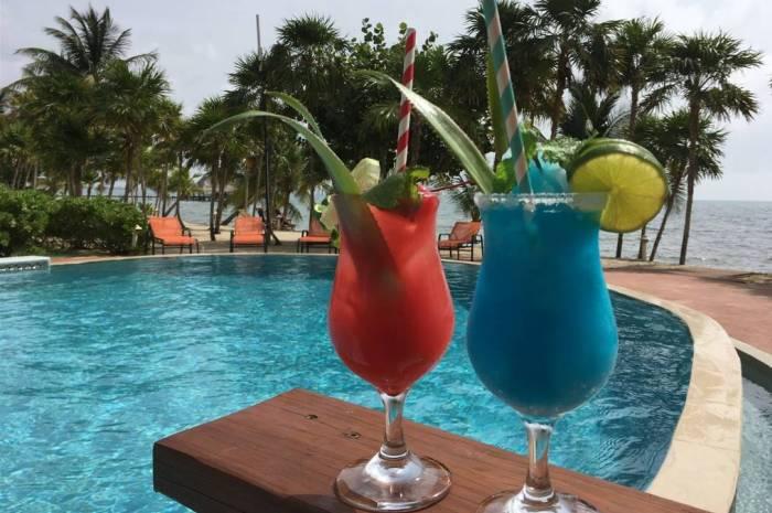 Laru-Beya-Resort-drinks-by-pool_700x465