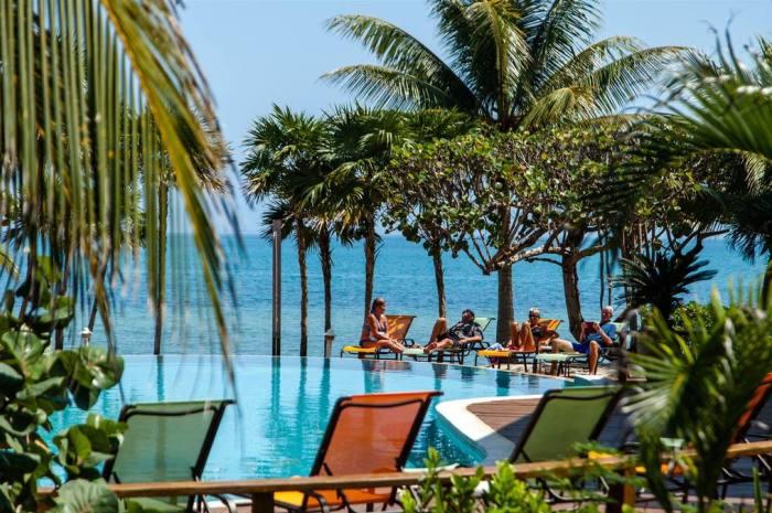 Laru-Beya-Resort-pool_700x465
