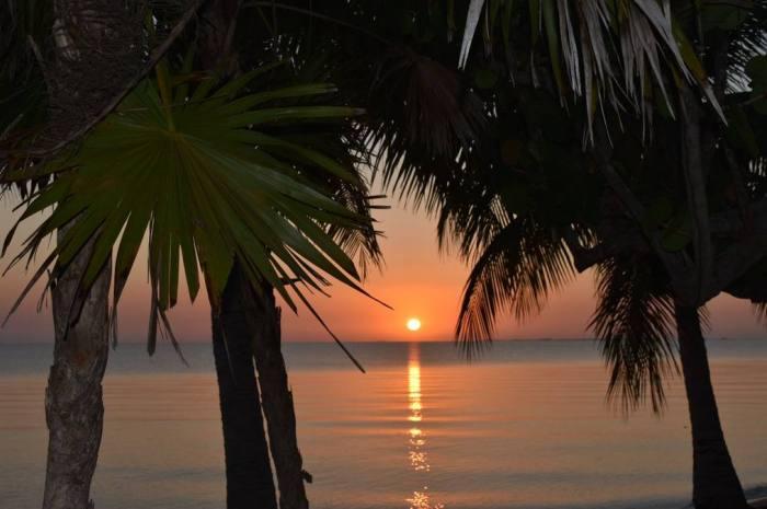 Laru-Beya-Resort-sunset_700x465