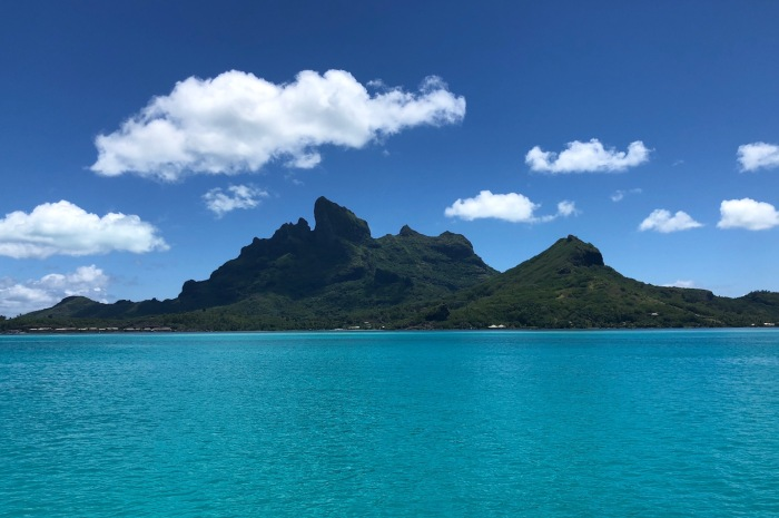 2018Tahiti_Shore-Scene-from-water_700x465